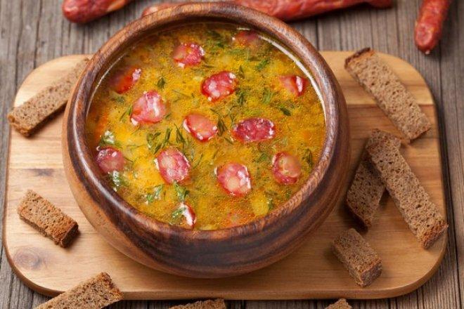 7-4 Простой суп из копченых колбасок