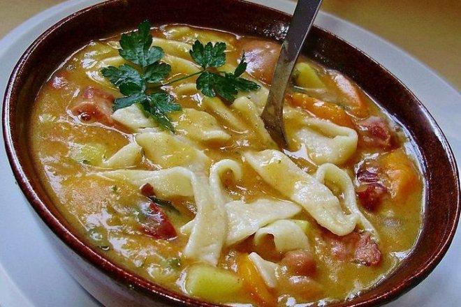 8-4 Фасолевый суп с колбасой и домашней лапшой