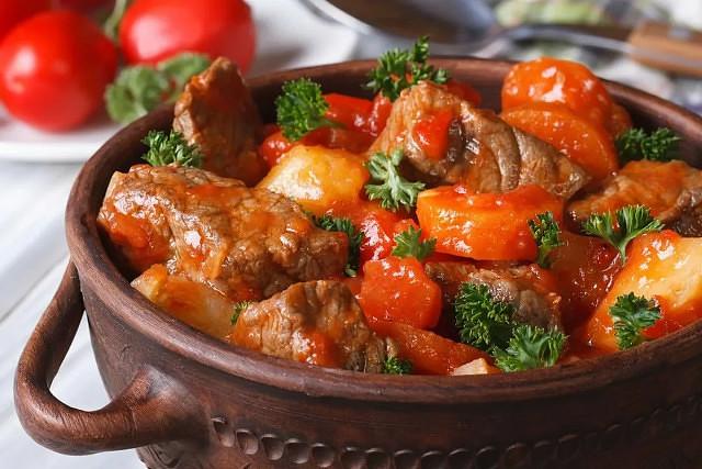 1-97 Горшочки с мясом, фасолью и грибами