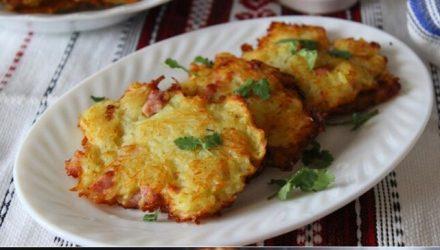 Картофельные оладьи с беконом и ветчиной