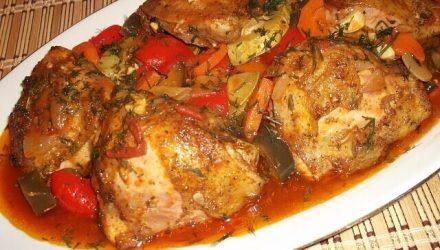 Куриные бедрышки с овощами по-хорватски