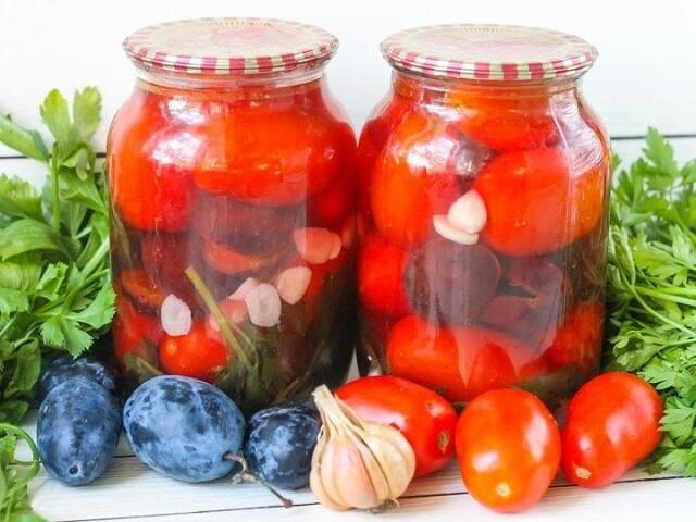 1-53 Маринованные помидоры со сливами