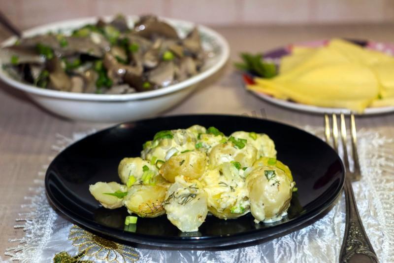 1-74 Картошка под сыром с чесночным соусом