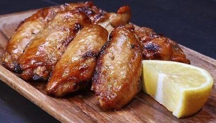 Куриные крылышки, запеченные в лимонном сиропе